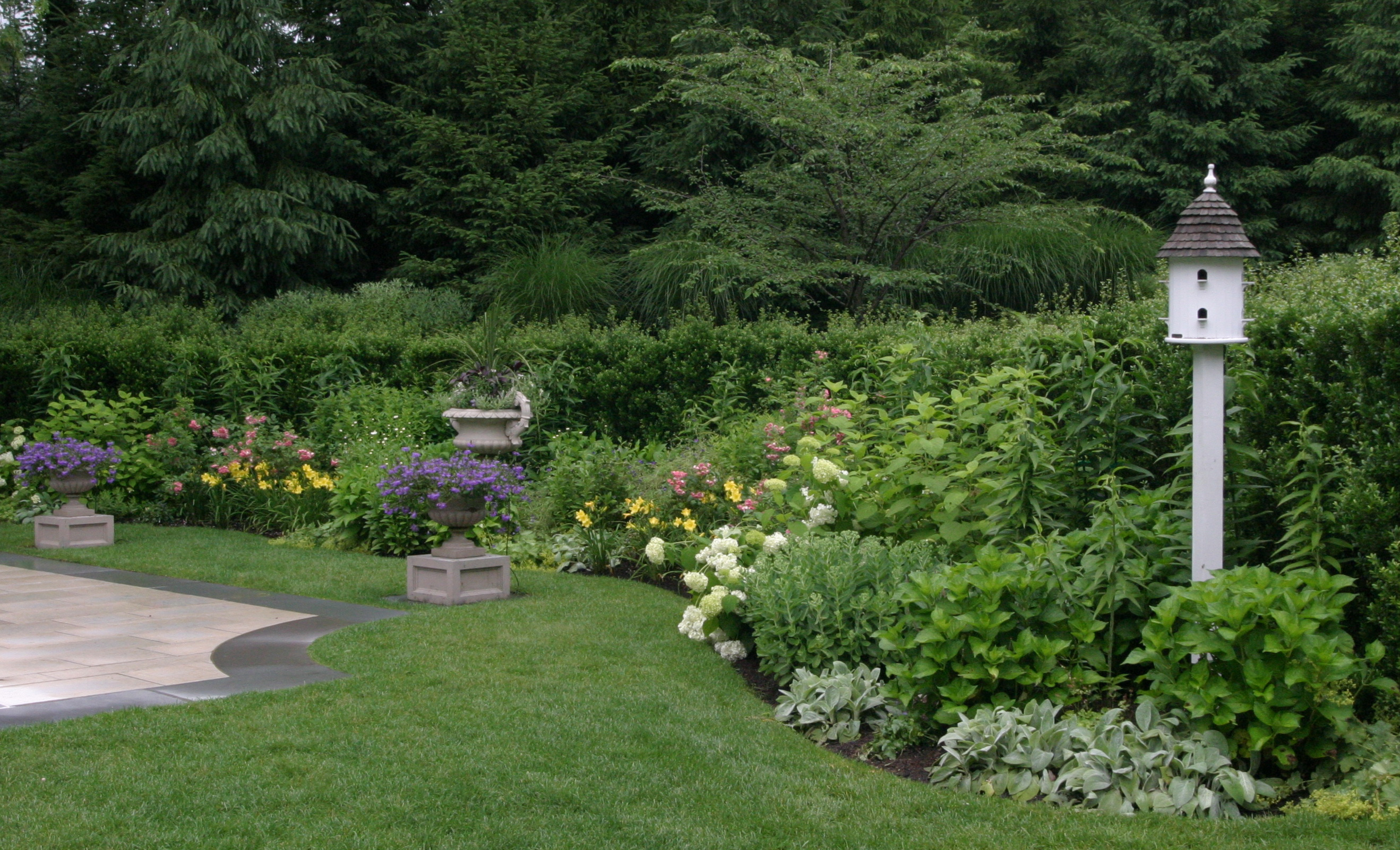 Myths of the perennial garden debunked rock spring for Landscape design perennial garden